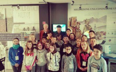 Al MiM Belluno – Museo interattivo delle Migrazioni i coniugi Cortina raccontano agli alunni della scuola primaria di Pieve d'Alpago la loro vita di emigranti
